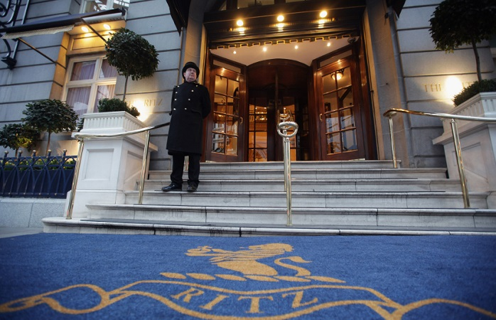 A doorman stands at the entrance to The Ritz Hotel in London, England © Dan Kitwood